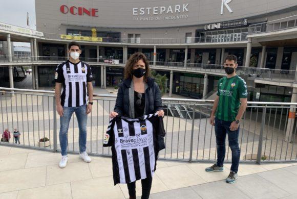 Gana la camiseta del CD Castellón firmada por los jugadores